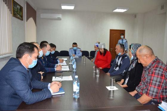 Встреча коллег с семьями погибших в Щучинске полицейских
