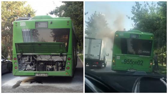 Пассажирский автобус с пассажирами задымился в Алматы (видео)