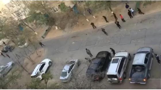 «Бросали друг в друга камни и бутылки»: глава МВД назвал причину групповой драки между школьниками в Актау