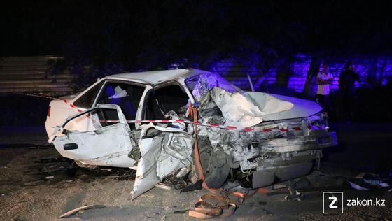 Поврежденная легковушка, попавшая в аварию в Алматы