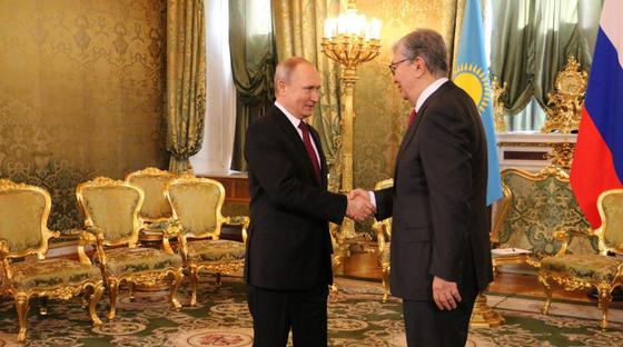 Токаев передал Путину привет от Назарбаева