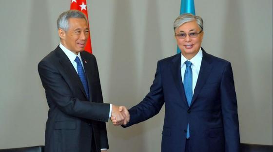 Токаев провел встречи с президентом Ирана и премьер-министром Сингапура