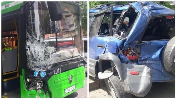 Пассажирский автобус протаранил четыре автомобиля в Алматы (фото)