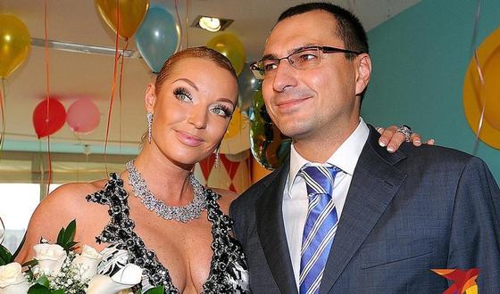 Волочкова обвинила бывшего мужа в хищении 100 миллионов рублей