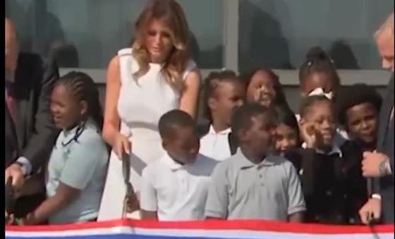 Меланья Трамп оконфузилась на открытии памятника Джорджу Вашингтону (видео)