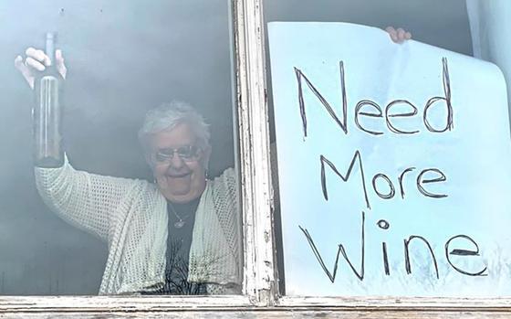 Бабушка оставила смешное послание для дочери, показав, что быстрее всего заканчивается в изоляции