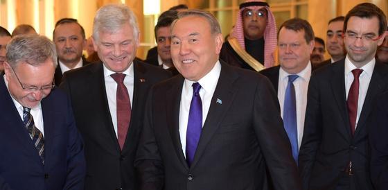 Назарбаев о погоде в Астане: Надо было тогда в Шымкент ехать