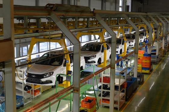 Новые автомобили на заводе