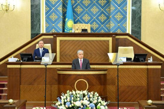 Токаев поручил разрешить мирные митинги в Казахстане