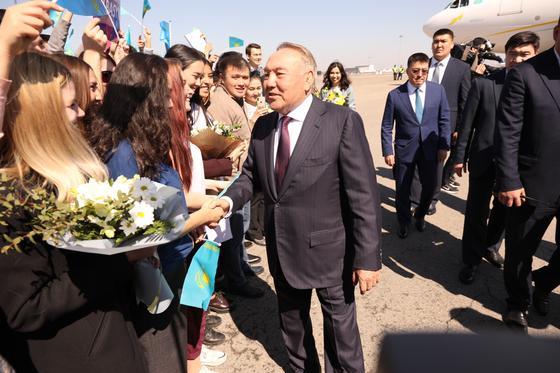 Нурсултан Назарбаев прилетел в Алматы (фото)