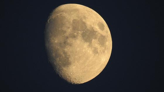 Странное вещество обнаружили на обратной стороне Луны