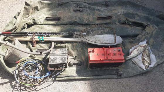 Двух браконьеров с электрическими сетками поймали в Алматинской области