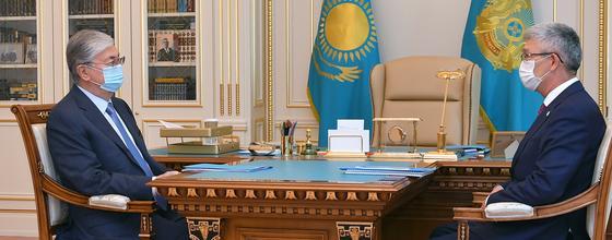 Глава государства принял акима Мангистауской области Серикбая Трумова