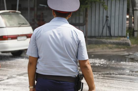 Майора полиции задержали за взятку в полмиллиона тенге в ЗКО