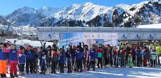800 детей прошли обучение основам катания на горных лыжах на Шымбулаке (фото)