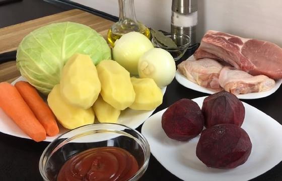 Морковь, капуста, картофель, томатная паста, свекла и мясо