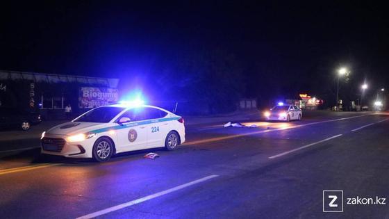 Машины полиции на месте аварии в Алматинской области