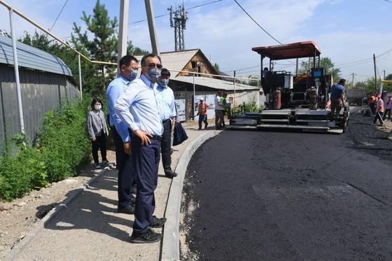 Бакытжан Сагинтаев с жителями