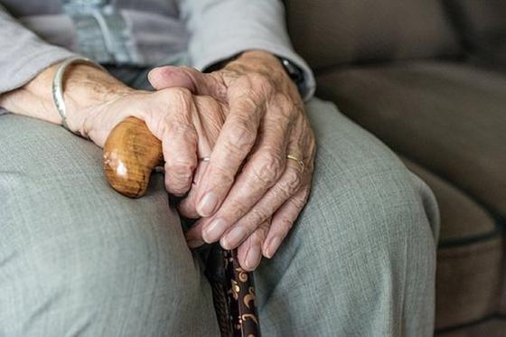 Известный юрист предложил изменить пенсионный возраст для женщин в Казахстане