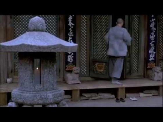 Силуэт уходящего мужчины. Кадр из фильма «Весна, лето, осень, зима... и снова весна»