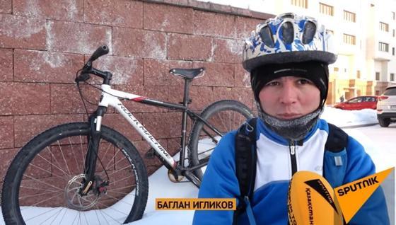 Астанчанин нашел способ не замерзнуть в самый лютый мороз (видео)