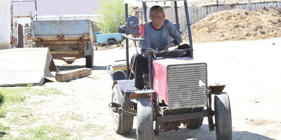 Жағыпар Қадіров ерекше тракторымен