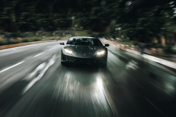Мужчина купил Lamborghini на государственную помощь пострадавшим от коронавируса