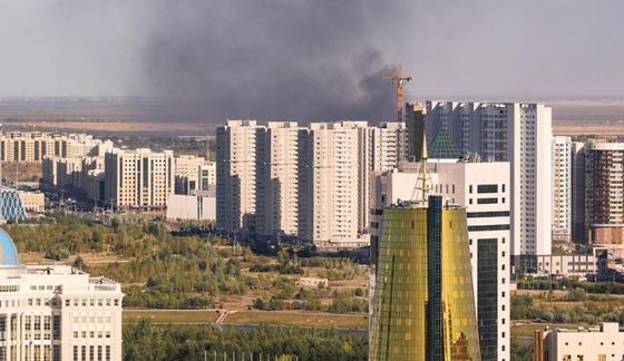 Коттедж загорелся в депутатском городке Нур-Султана (фото, видео)