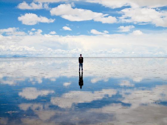Зеркальная поверхность воды
