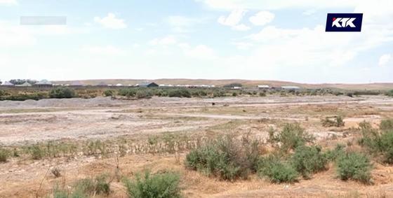 Из реки Бадам тоннами вывозят щебень