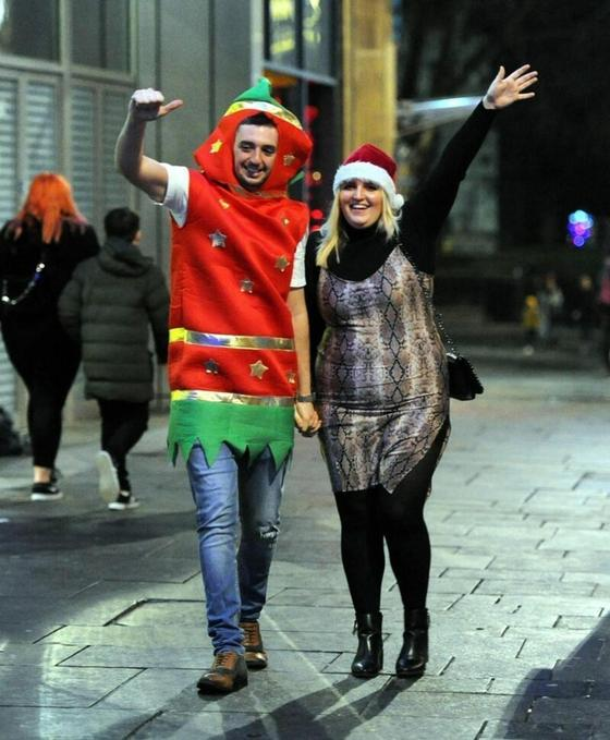Весело и пьяно: как британцы встретили Рождество