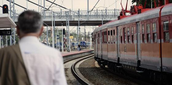 Пассажирский поезд насмерть сбил двоих рабочих в Жамбылской области