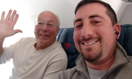 Отец купил билеты на все рейсы дочери-стюардессы в Рождество (фото)