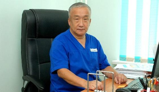 Умер известный казахстанский врач-андролог Адильжан Хамзин