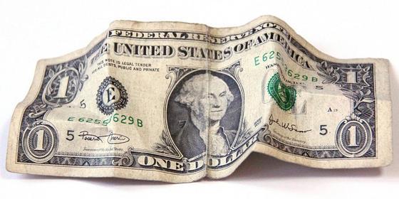 В Нацбанке рассказали, какими долларами и евро пользоваться нельзя