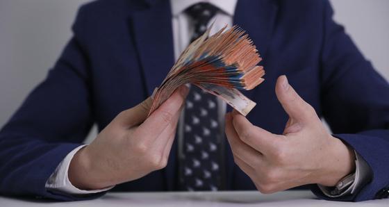 Бывшего главу упрздрава Шымкента подозревают в хищении 52 млн тенге