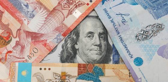 Курс доллара поднялся сразу на 5 тенге