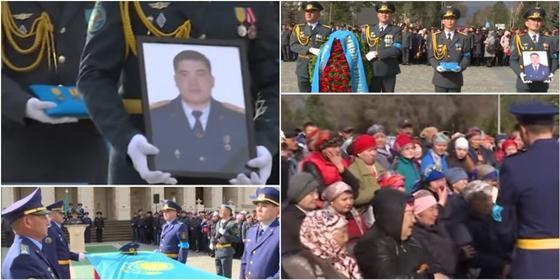 Погибших при крушении вертолета похоронили в Алматинской области