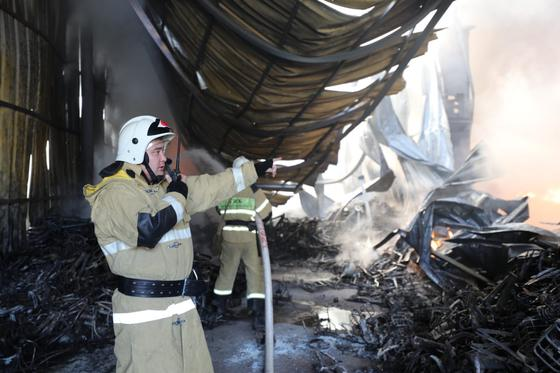 Пожарные работают на месте ЧП