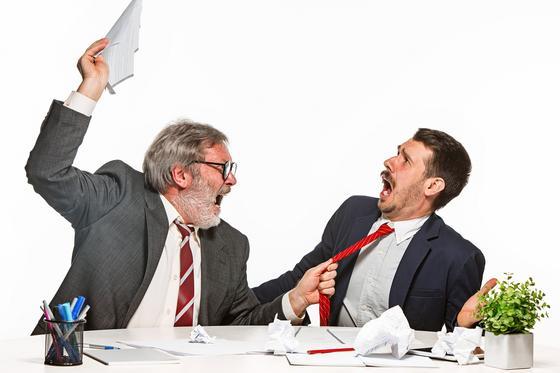 Клиент ругается с представителем компании