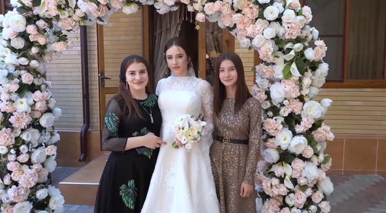 Чеченская невеста с подружками