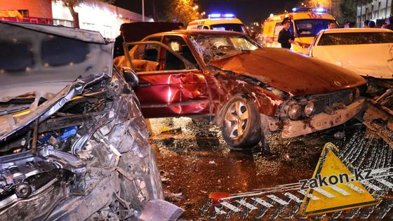 Массовая авария в Алматы: пострадал ребенок (фото, видео)