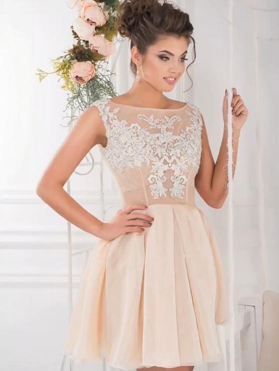 Платье с плотной юбкой и прозрачным лифом с вышивкой пастельного цвета