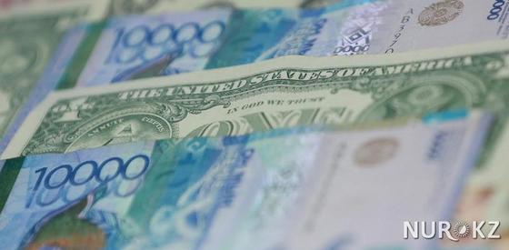Курс доллара опустился до 376 тенге на бирже