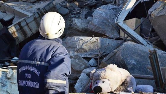 В Магнитогорске под завалами нашли живым 11-месячного ребенка
