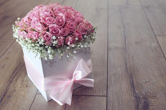 В подарочной коробке букет роз