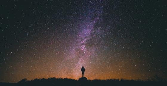 Звездное небо и силуэт
