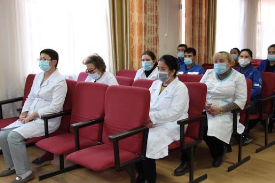Депутаты встретились с медиками в Шымкенте