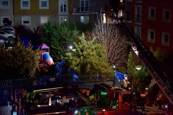 Военный вертолет рухнул в Стамбуле: есть жертвы (фото, видео)