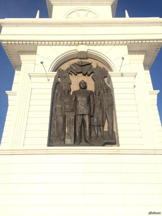Қазақ елі монументі